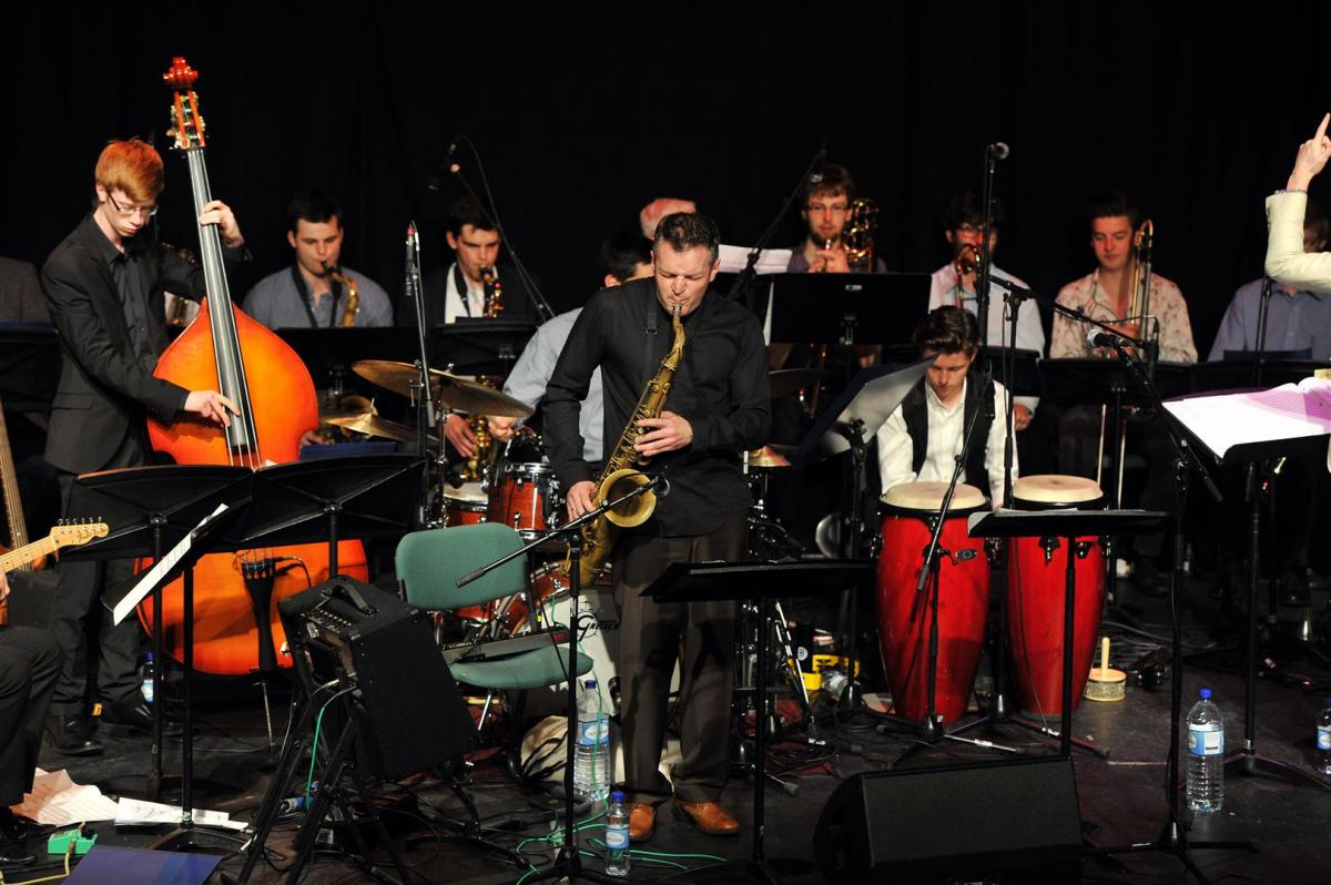 Soloist Gordon Mcneil wows the crowd at Birnam Arts Centre, July 2014