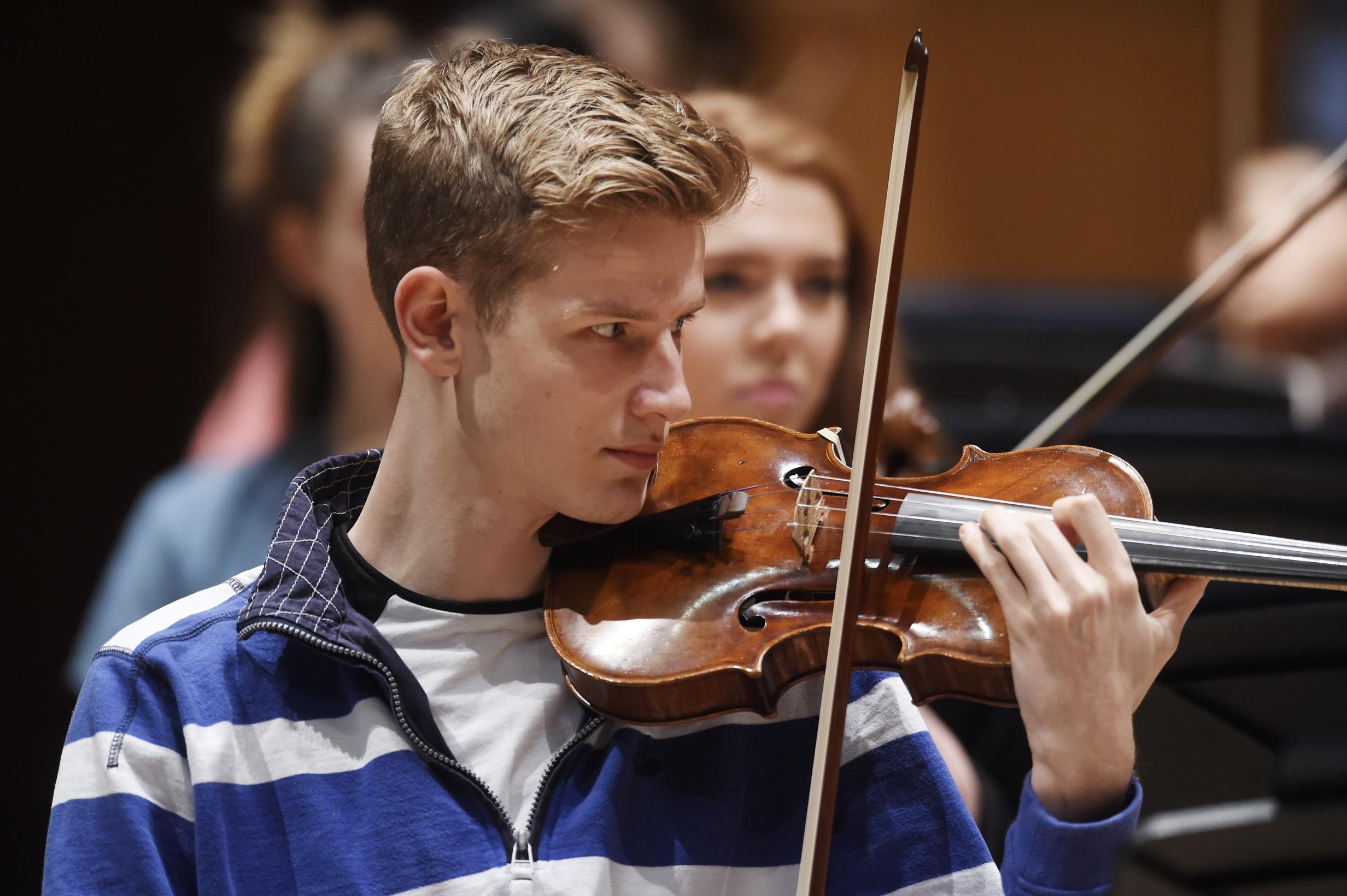 Daniel Stroud, Violin (Leader)